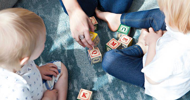 7 pomysłów na zabawy z dziećmi na długie zimowe wieczory