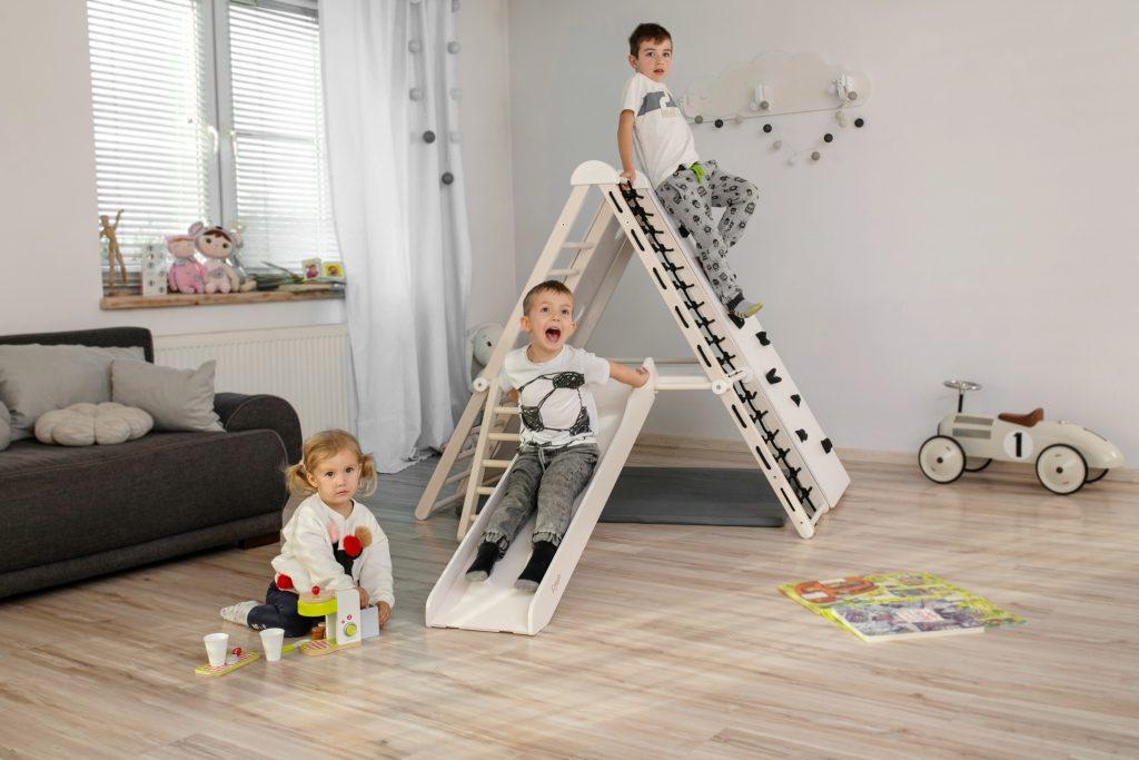 Drewniany plac zabaw dla dzieci