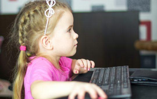 Nauka programowania dla najmłodszych - czy kurs online jest skuteczny?