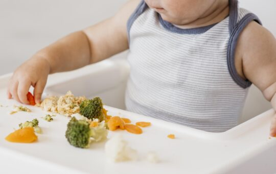 Schematy żywienia niemowląt – pomoc dla rozpoczynających rozszerzanie diety